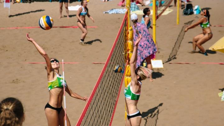 Изящные волейболистки и поджарые футболисты: в Самаре проходит турнир по пляжным видам спорта
