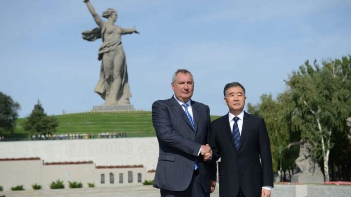В Волгограде вице-премьер КНР возложил цветы, побывал в музее-панораме и выпил водки
