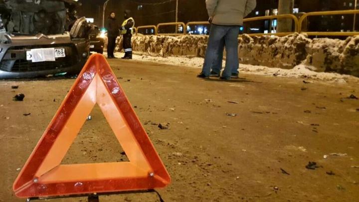 Выбросило с дороги: в Тольятти столкнулись Citroen и «Приора»