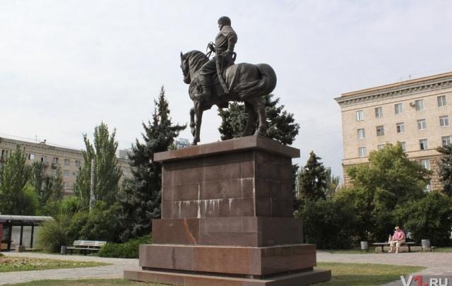 Памятник основателю Царицына