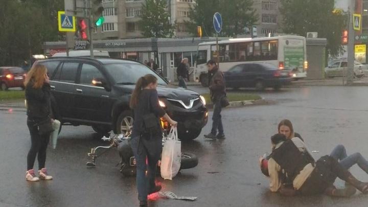 В ГИБДД рассказали подробности аварии в Брагино, где столкнулись кроссовер и мотоцикл