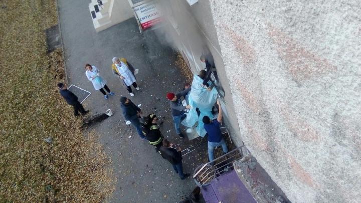 Пострадавший во время взрыва на 50 лет Октября пенсионер получил ожоги всего тела