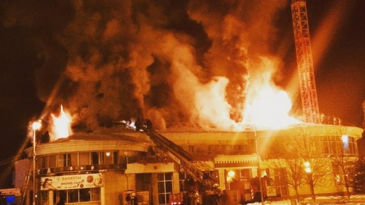 «Горелой проводкой пахло еще накануне вечером»: сотрудники кафе на Герцена рассказали подробности пожара