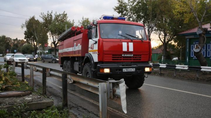 Из-за короткого замыкания в тюменском СНТ случился пожар