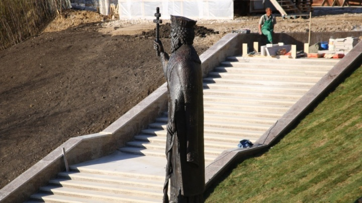 В Самаре установили памятник князю Владимиру