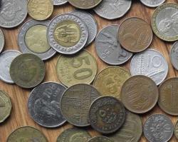 Принцип домино: топ-5 валют, которые девальвировали за 2015 год