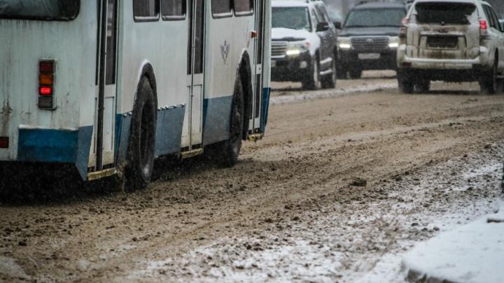 Из-за снегопада на Дону ограничили движение по двум трассам