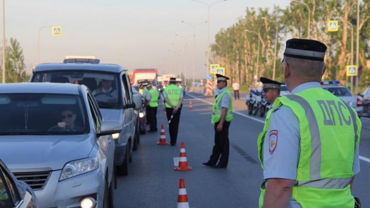 Тюменские водители жалуются на километровые пробки, возникающие из-за сплошных проверок