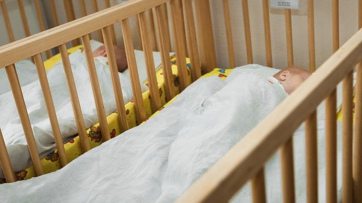 Сон у младенцев короче, если они спят с родителями