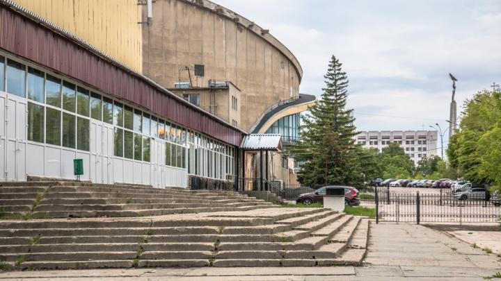 Рассекая лёд: каким запомнят самарцы дворец спорта