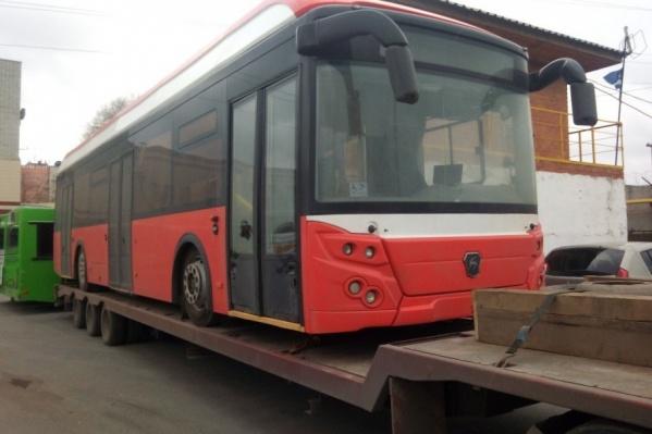 Красный электробус на ПАТП №1 прибыл в выходные