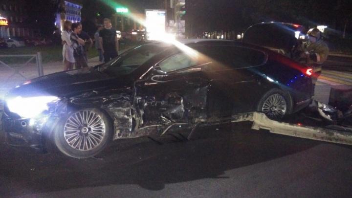 Проехал на красный: в центре Перми два водителя и пассажир пострадали в ДТП