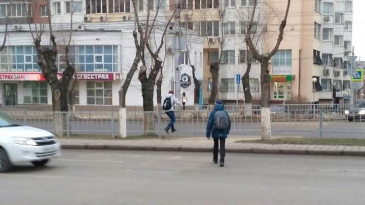 Закрытый переход на улице Невской превратился в русскую рулетку