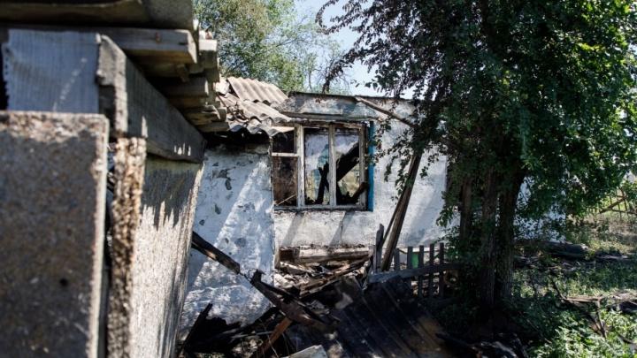 «Нас обнесли колючкой и забыли»: волгоградцы из сгоревшего ночью барака остались без вещей и документов
