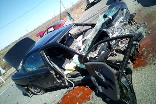 Вот так выглядит одна из иномарок после столкновения с другой машиной
