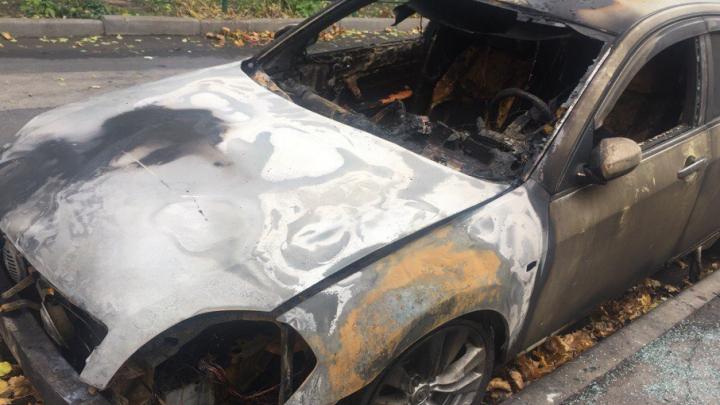 Ночью на Туполева сгорел Nissan Teana