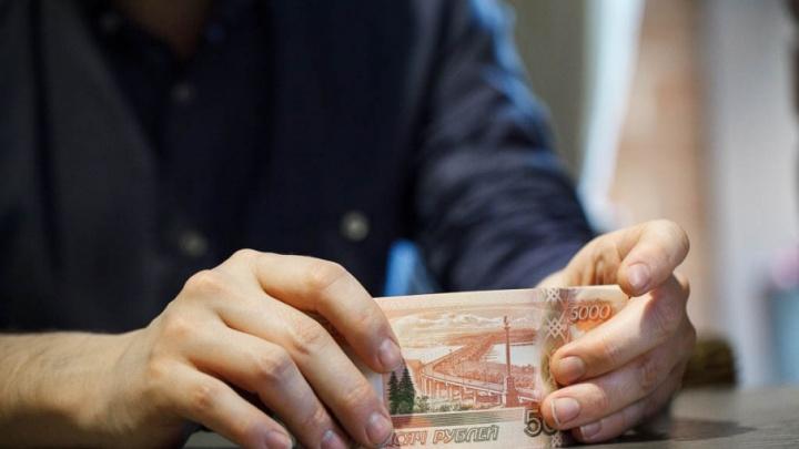 Гендиректор тюменской фирмы оставил без зарплаты 26 иногородних рабочих