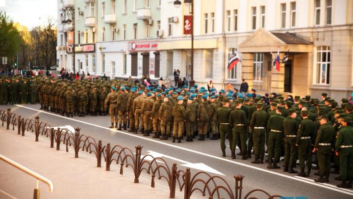 Фотокадры: как в Тюмени прошла итоговая репетиция парада ко Дню Победы