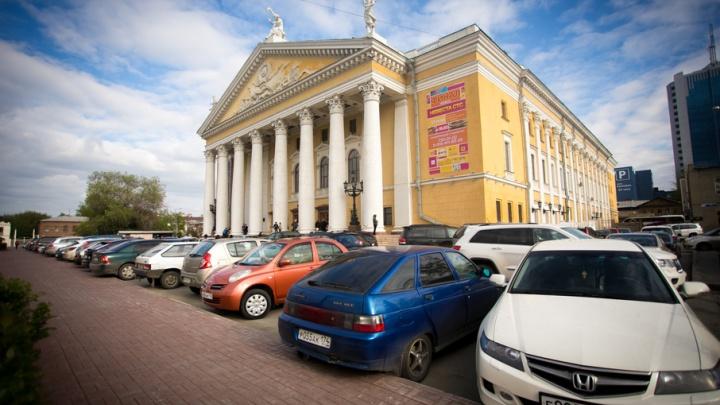 Прокуратура обязала Евгения Тефтелева убрать шлагбаум возле оперного театра
