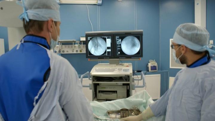 Врачи удалили тюменцу огромную опухоль, которую случайно обнаружили во время медосмотра
