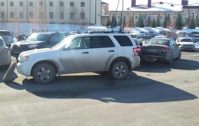 Молодая жительница Тюменской области на трассе угодила под колеса грузовика