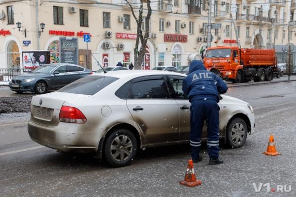 Волгоград проводит зиму с перекрытыми дорогами