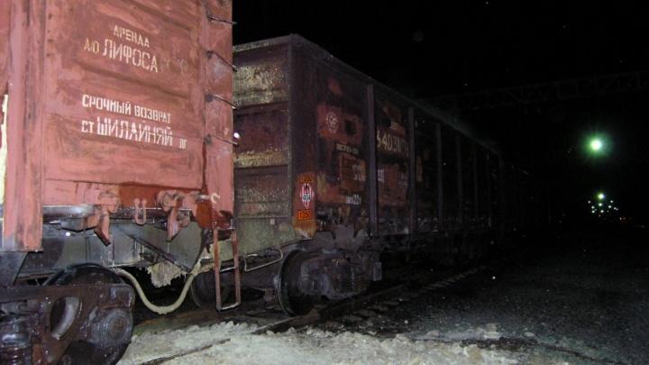 Под Волгоградом потушили 16 вагонов товарного поезда с серой