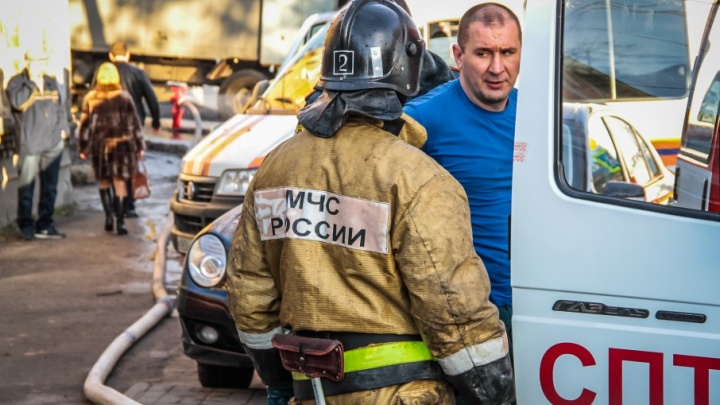 В Ростове сгорели сразу три иномарки