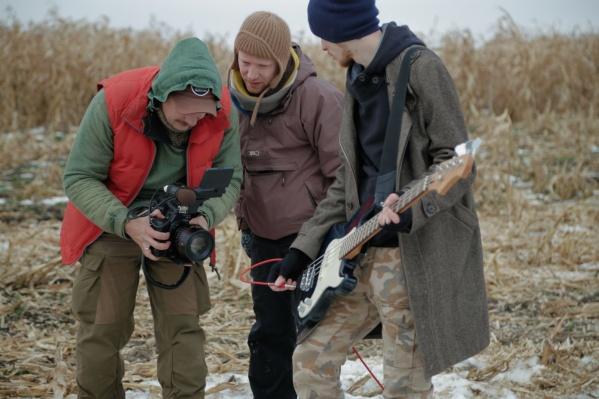 В фильме приняли участие как молодые музыканты, так и известные всей стране Шахрин, Бобунец и Пантыкин.