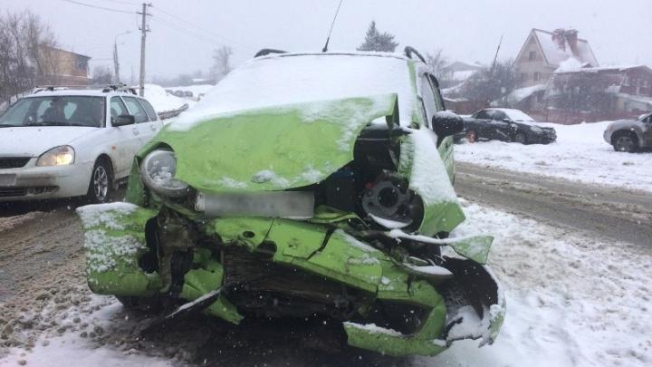 «Вылетела на встречку»: автомобилистка на «Дэу» спровоцировала ДТП на Красноглинском шоссе