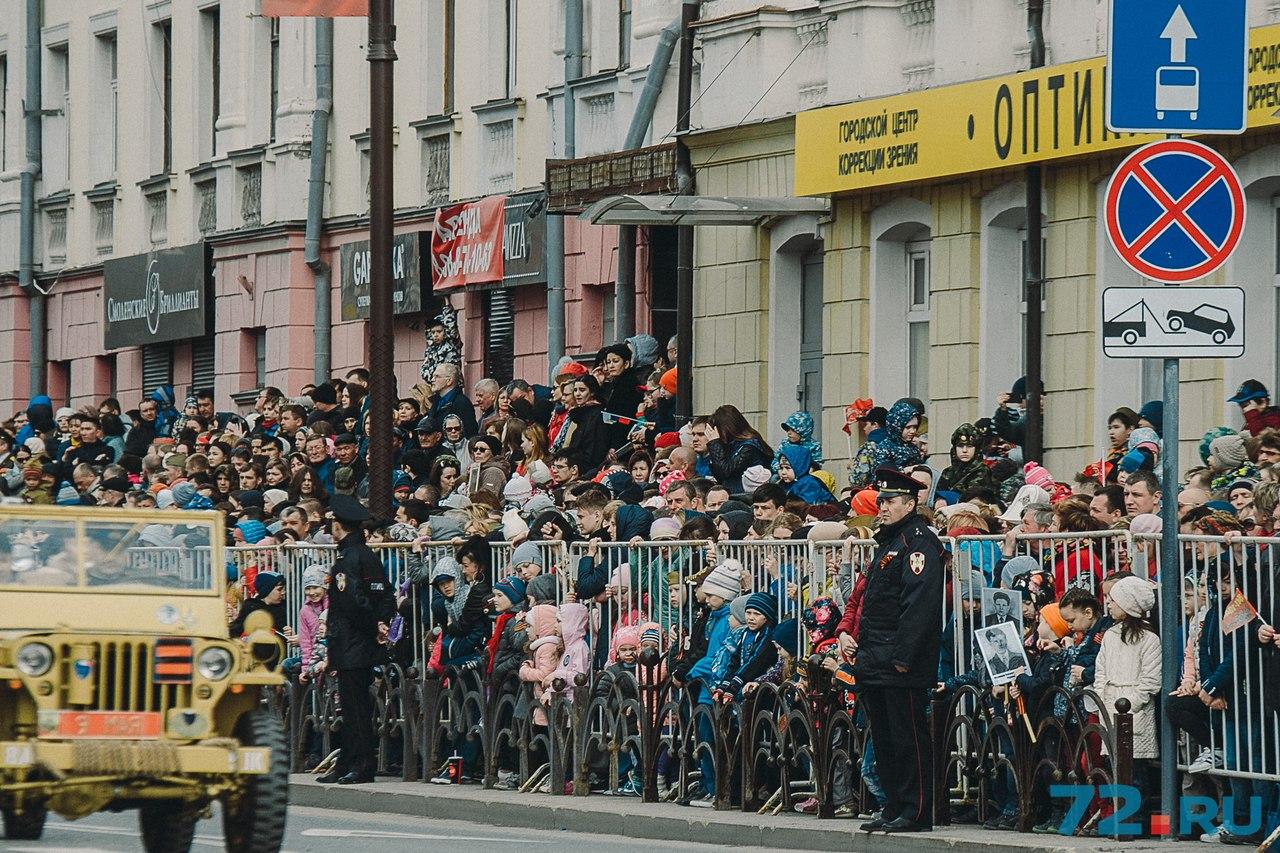 Многие не захотели смотреть парад в режиме онлайн и приехали в центр города
