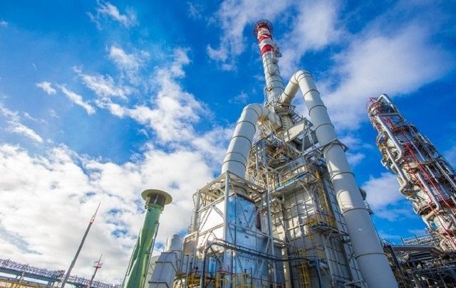 На заправках Антипинского завода появится местный высокооктановый бензин
