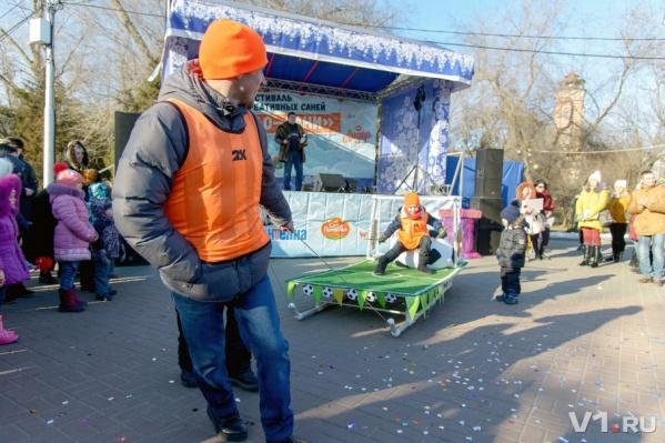 Волгоградцы прикатили в Комсомольский сад свои самые креативные сани