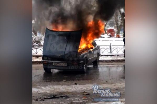 Пожарные справились с пламенем быстро, но машину вряд ли удастся восстановить