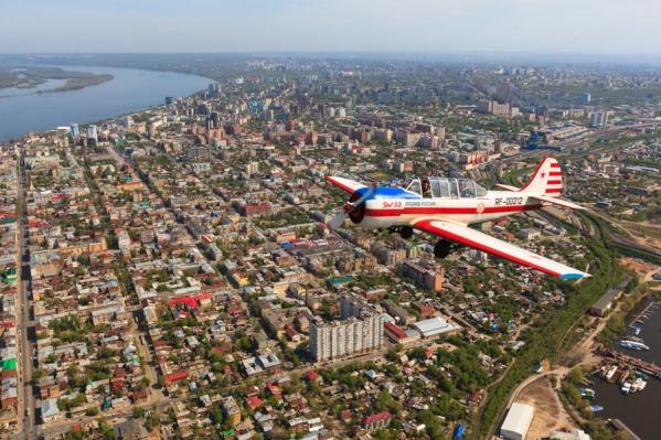 Фотограф использует для съемки самолет Як-52
