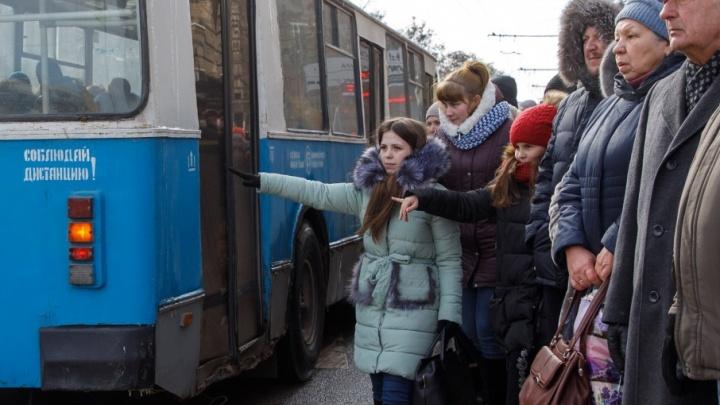Зрители вечернего салюта на полчаса застряли в центре Волгограда