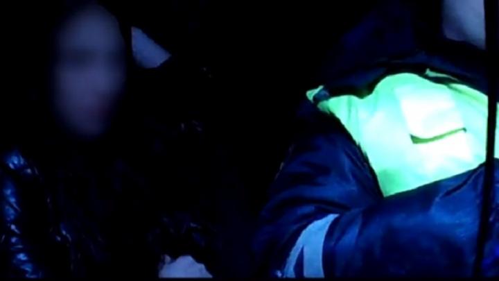 «Вот так подарок»: отметившая праздник волжанка пыталась удрать на машине от полиции