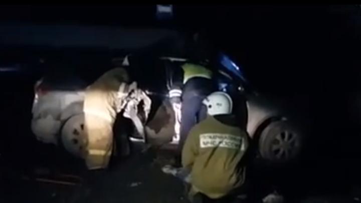 В Батайске водитель Subaru погиб, врезавшись в опору ЛЭП