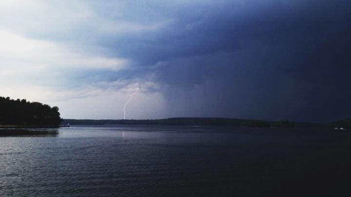 Дожди, грозы и ветер вновь вернутся в Челябинскую область на выходные