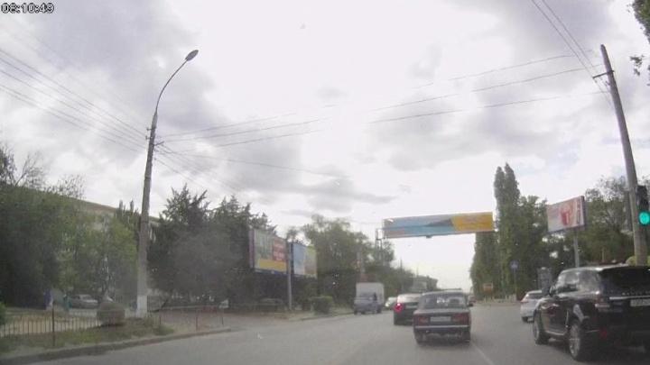 В центре Волгограда исчез запрет на поворот к налоговой и «Единой России»