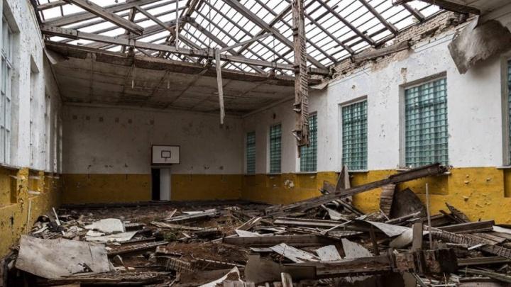 Отремонтировать «убитый» спортзал в школе мэрию Волгограда заставил суд