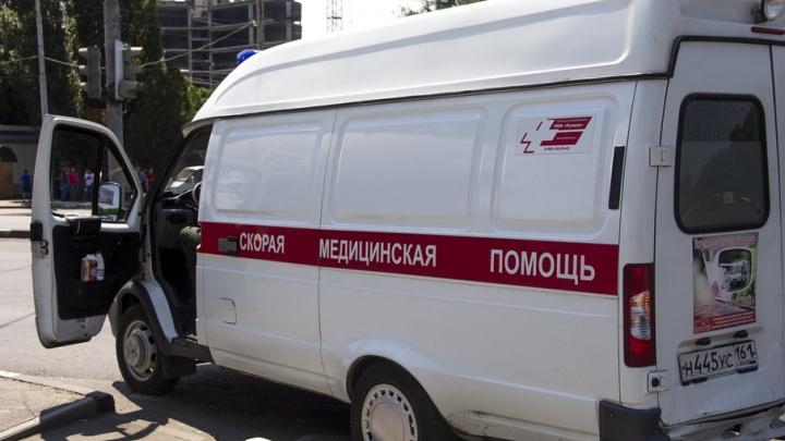 В Ростове 20-летний парень пырнул ножом соседа своего приятеля