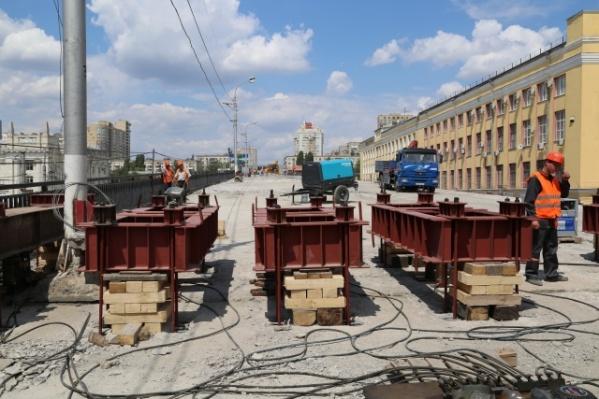 Мэрия больше полугода искала подрядчика на ремонт лестниц Комсомольского моста