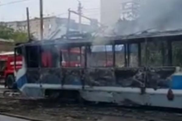 Из загоревшегося трамвая успели вовремя вывести пассажиров