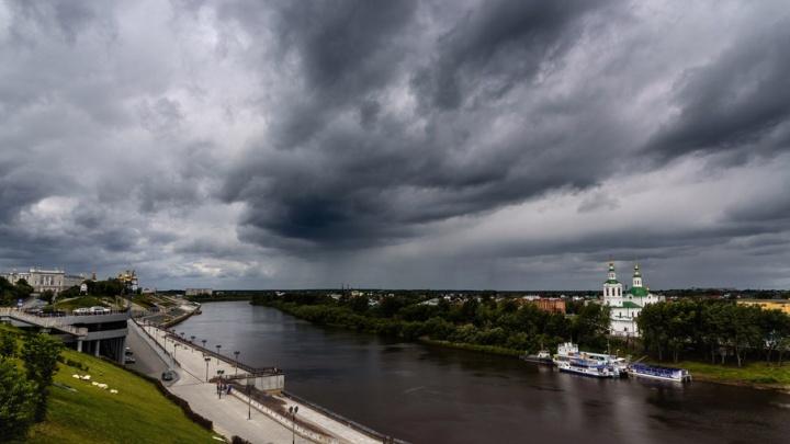 Гроза и ветер до 18 м/с: в воскресенье на Тюмень обрушится непогода