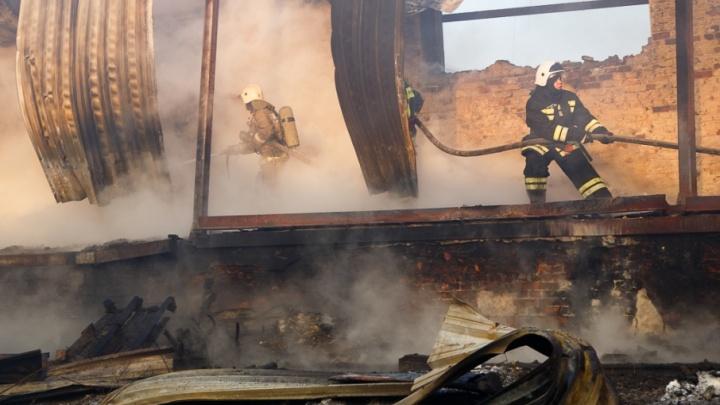Под Волгоградом в металлическом вагончике заживо сгорел мужчина