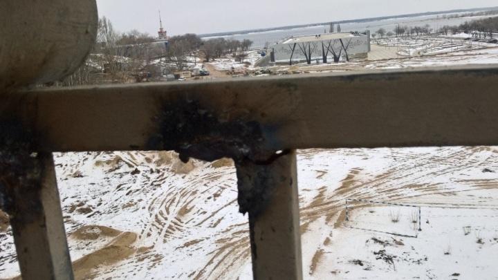 На Астраханском мосту Волгограда залатали сгнившие перила