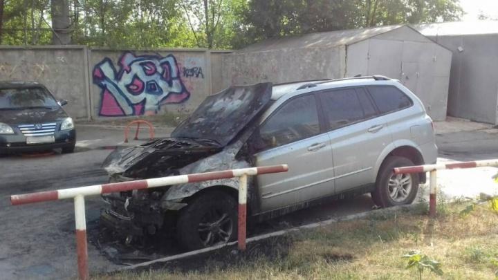 Ночной поджог: на улице Матросова вспыхнул припаркованный автомобиль