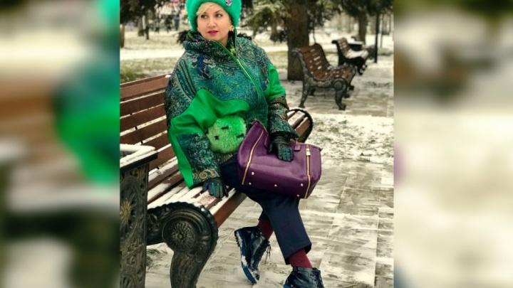 Зеленые меха и обувь на голую ногу: самарские модницы «расчехлили» шубки