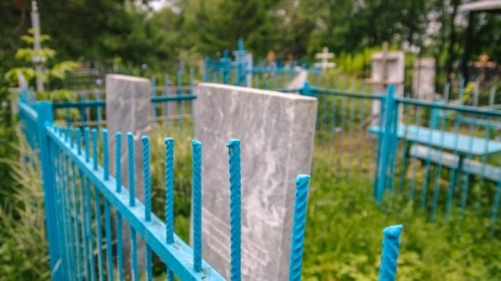 Смотритель кладбища в Тольятти незаконно подхоранивал умерших за деньги